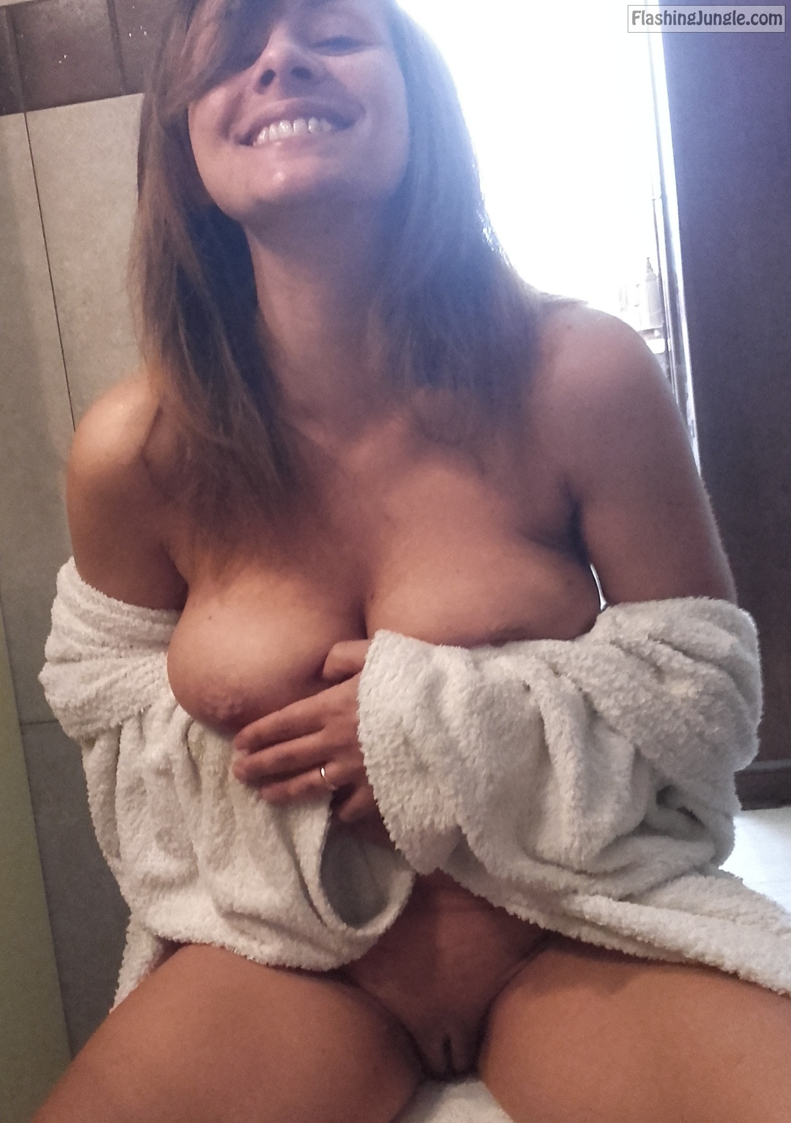 Very Cute Smiling Babe After Shower real nudity pussy flash no panties boobs flash