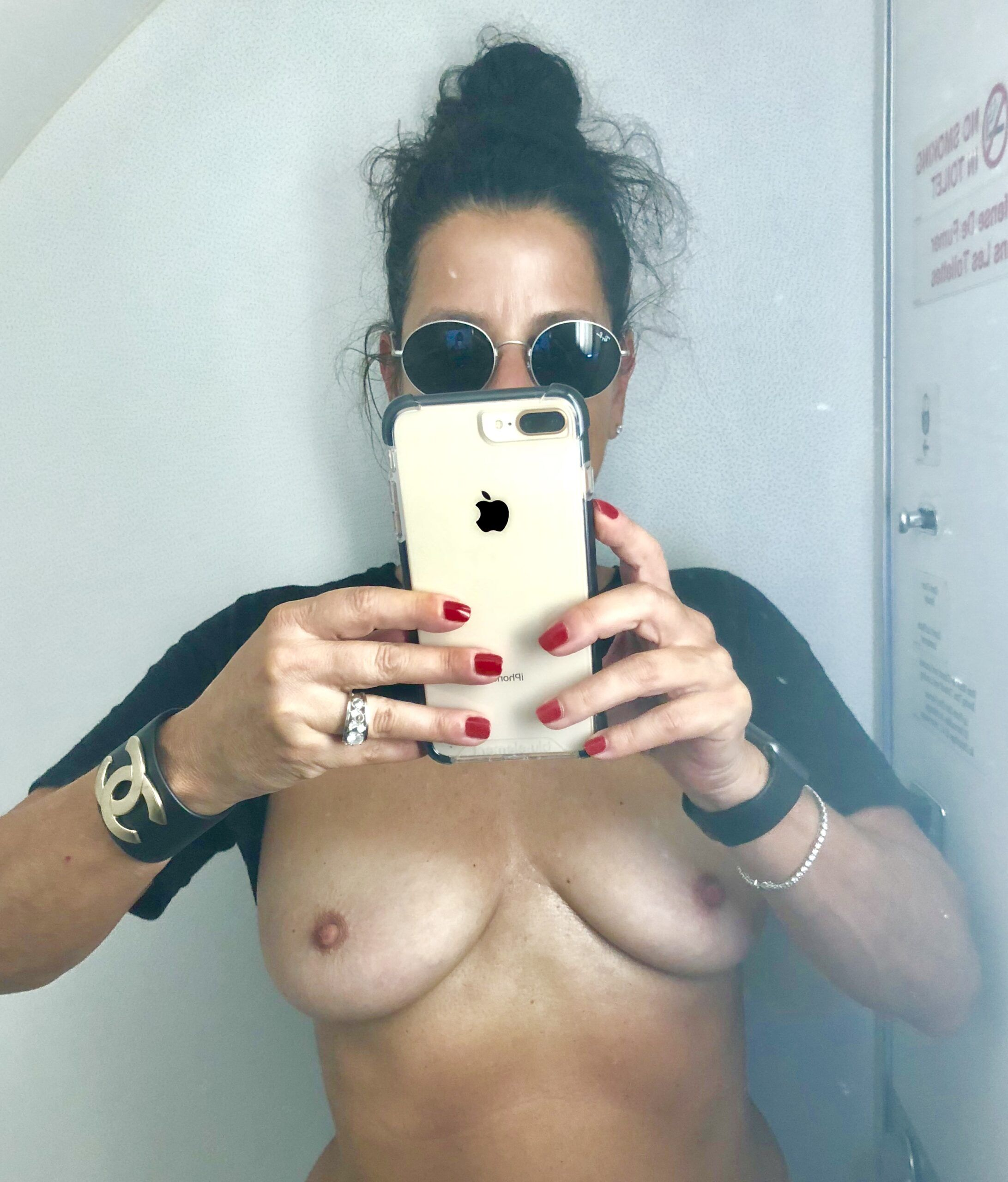 Real Amateurs MILF Flashing Pics Hotwife Pics Boobs Flash Pics
