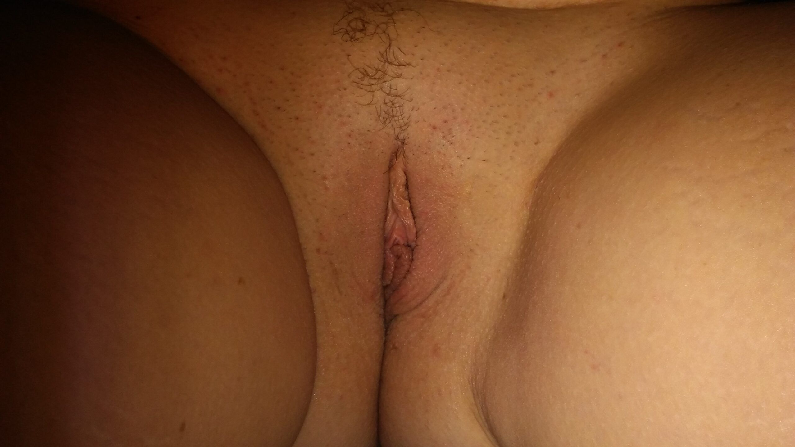 A closer look onto small twat real nudity pussy flash