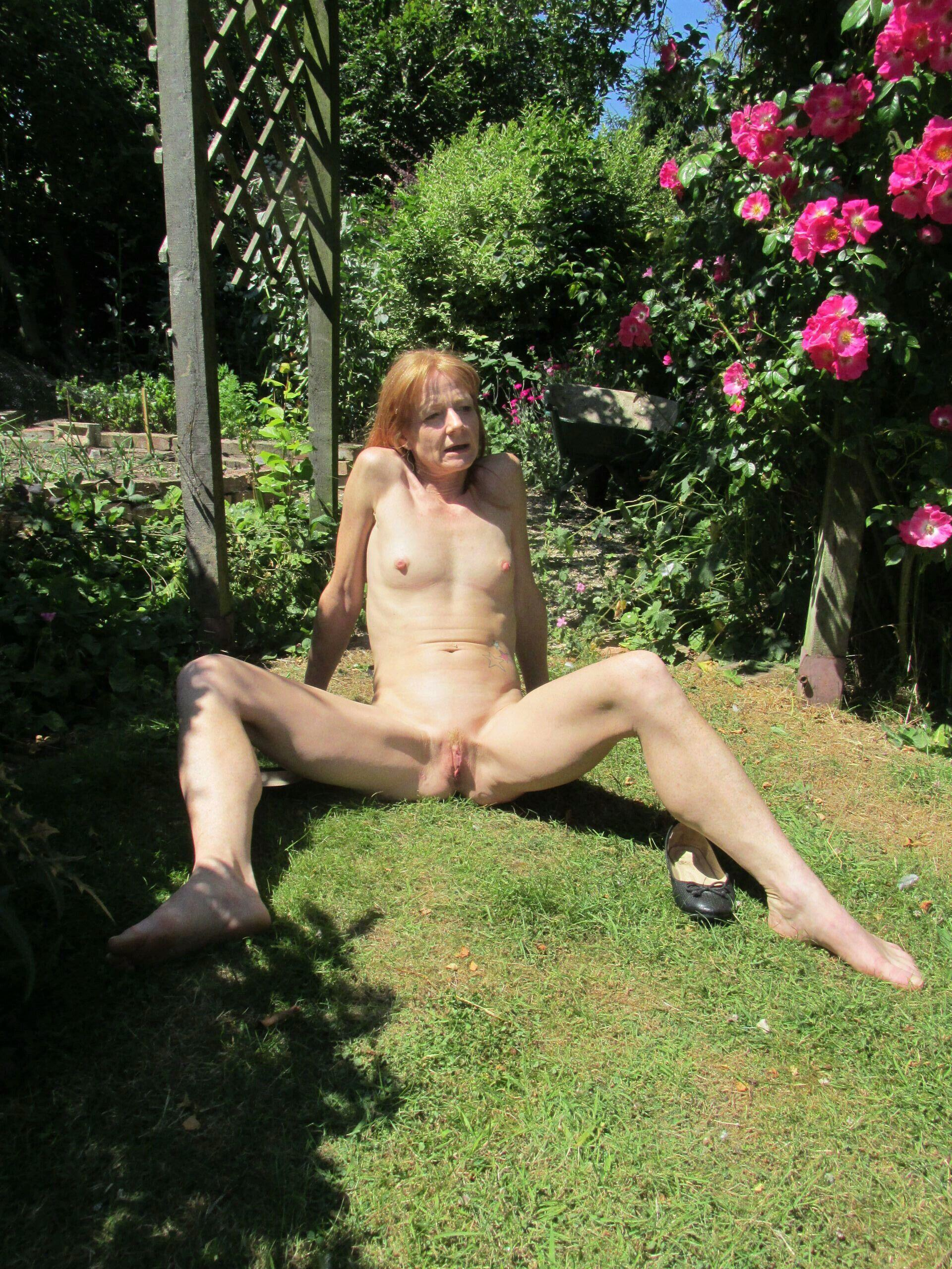 In the garden with a mature slut. real nudity public nudity mature