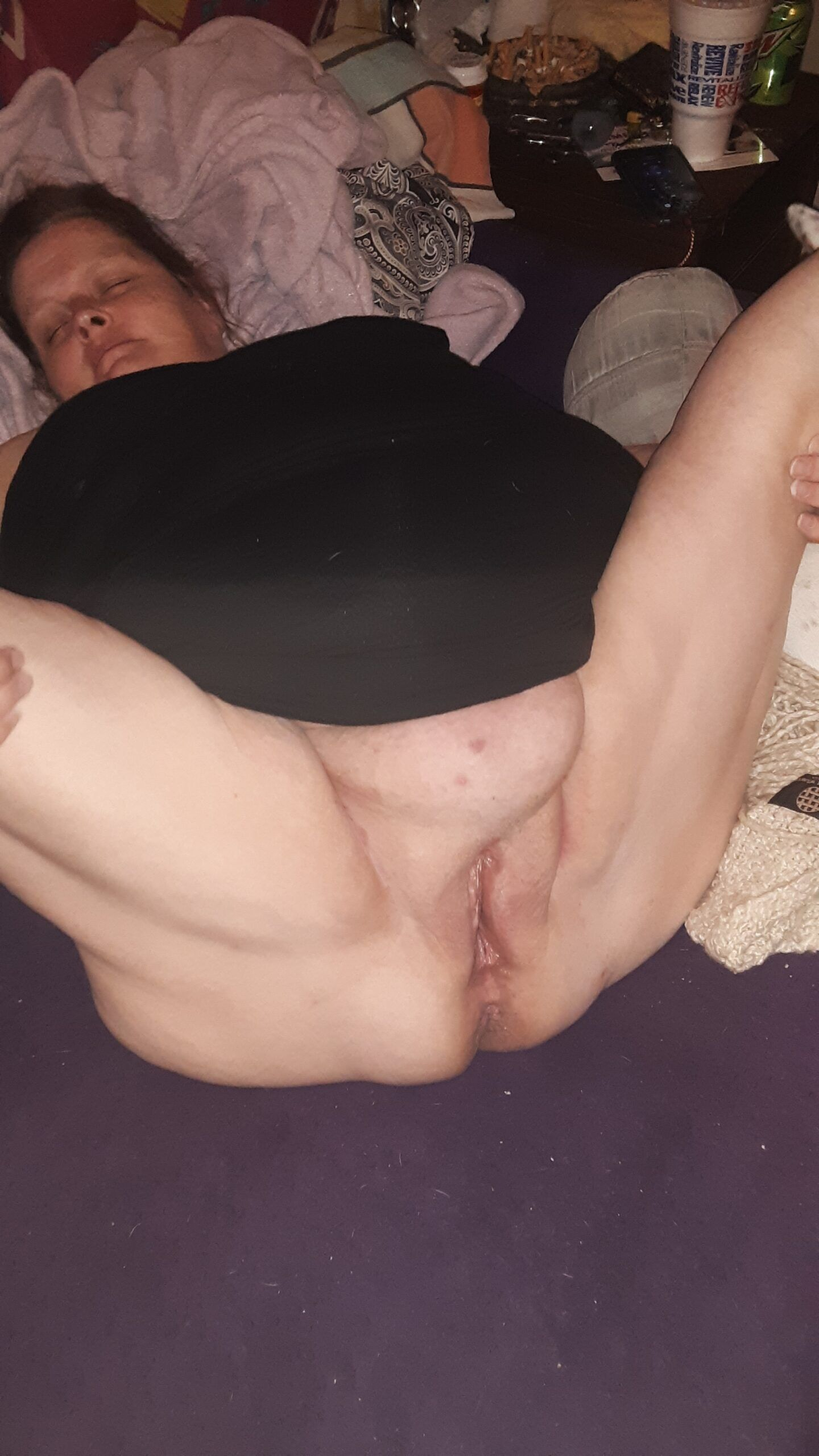Fat wife Showing her pussy to everyone real nudity pussy flash mature