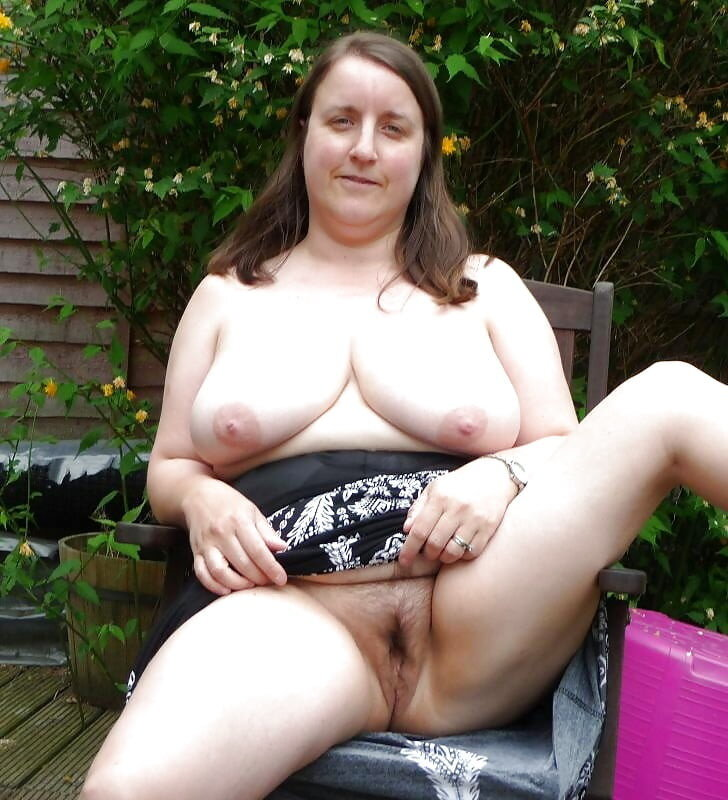 UK wife Andrea flashing in backyard upskirt real nudity no panties howife boobs flash