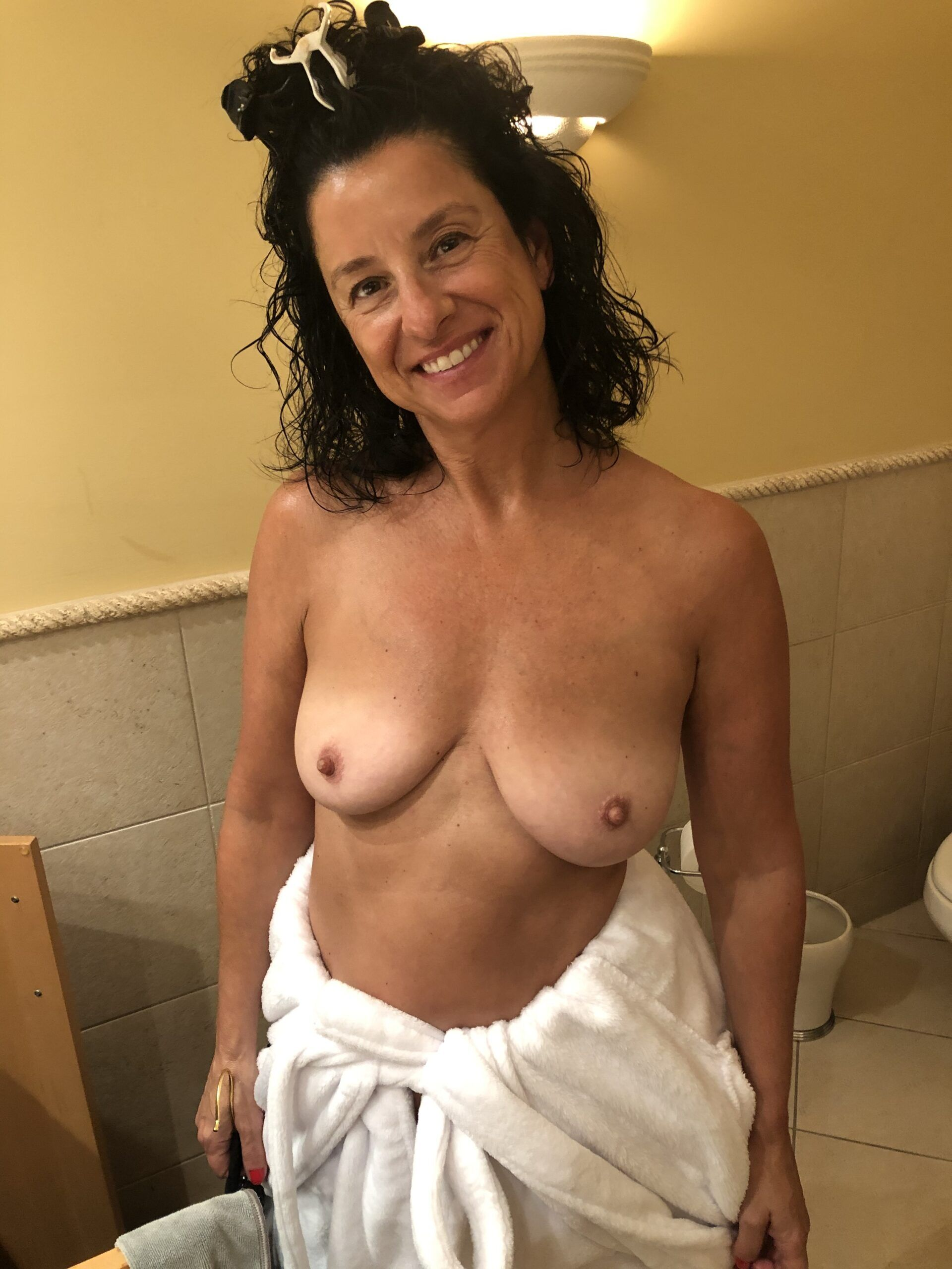 Real Amateurs MILF Flashing Pics Mature Flashing Pics Boobs Flash Pics
