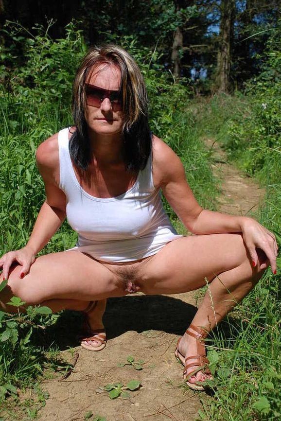 Matured slut in the countryside upskirt real nudity pussy flash public flashing no panties mature howife