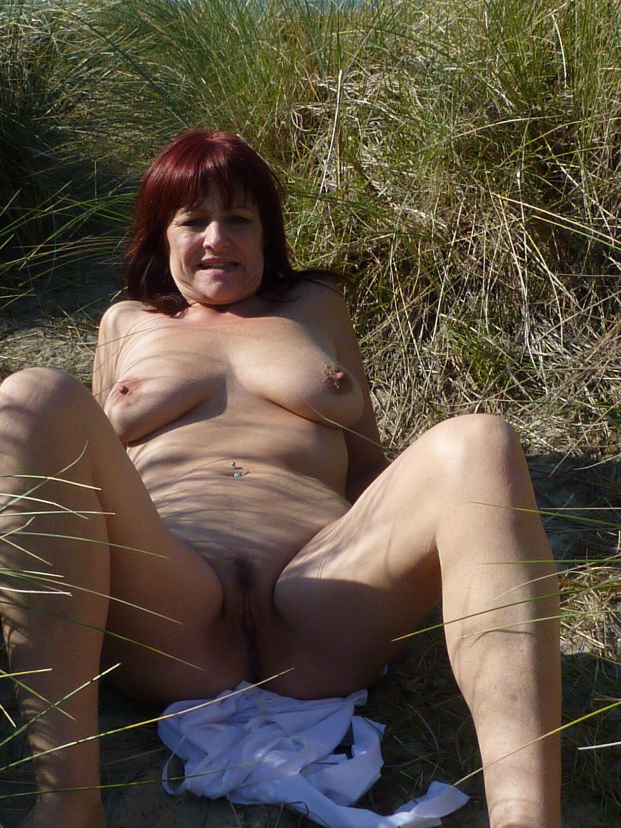 Milf slut goes naked on the beach. real nudity