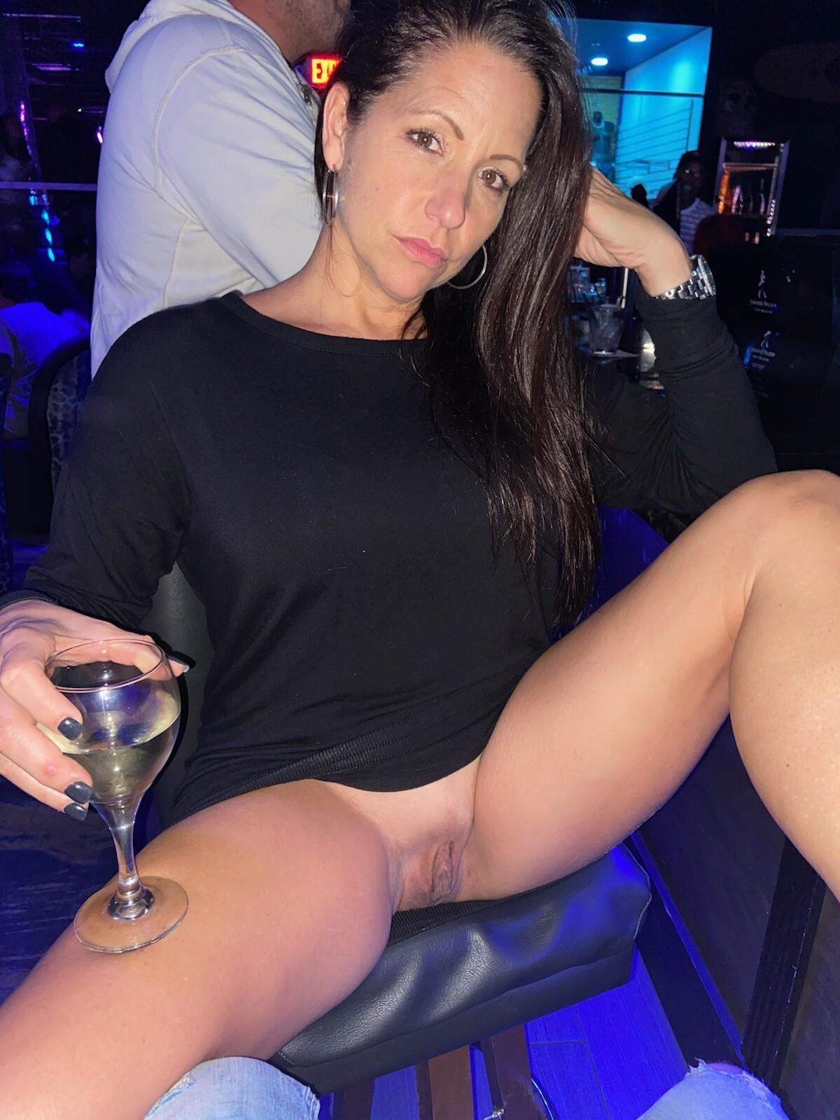 Pussy upskirt pics