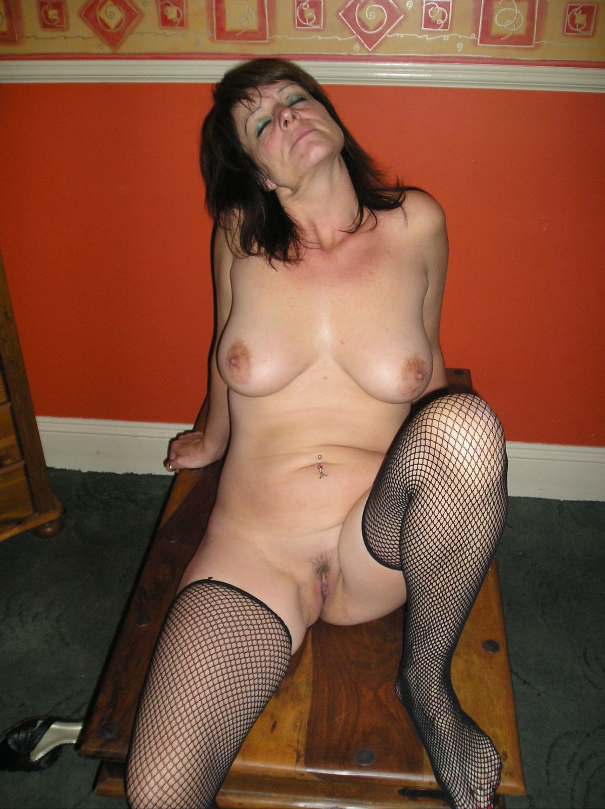 Milf slut with sexy body naked legs open. real nudity pussy flash mature howife