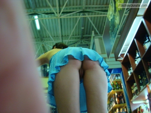 Photo upskirt public flashing no panties flashing store ass flash